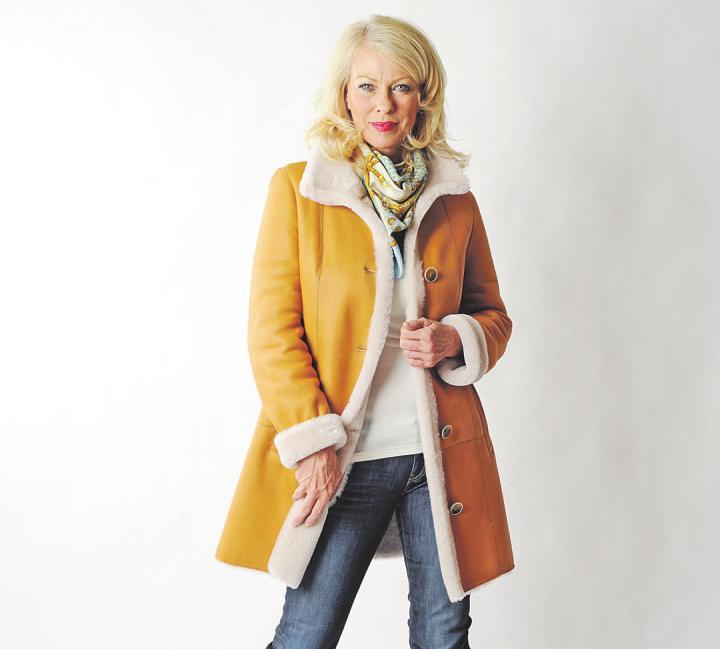 Die größte Auswahl an Leichtlamm-Modellen bietet das Oldesloer Pelz-Mode-Design-Geschäft Foto: von Schachtmeyer