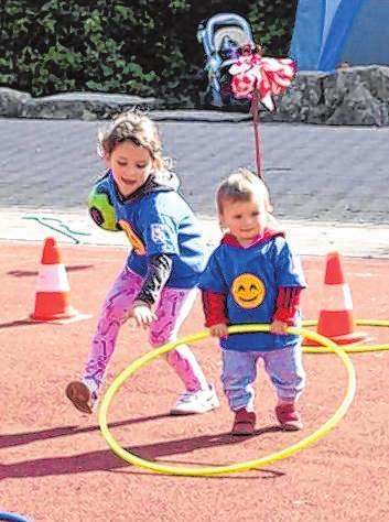 Jeder hilft mit beim Kindersport.