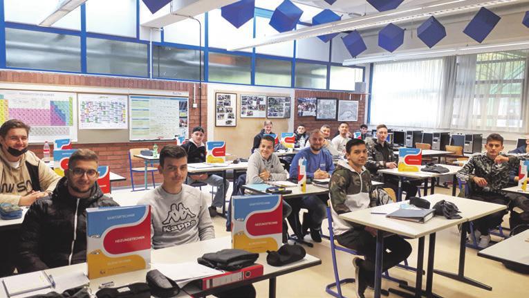 38 Schüler freuten sich über die Berichtsheftübergabe – die fand diesmal in kleinem Rahmen statt
