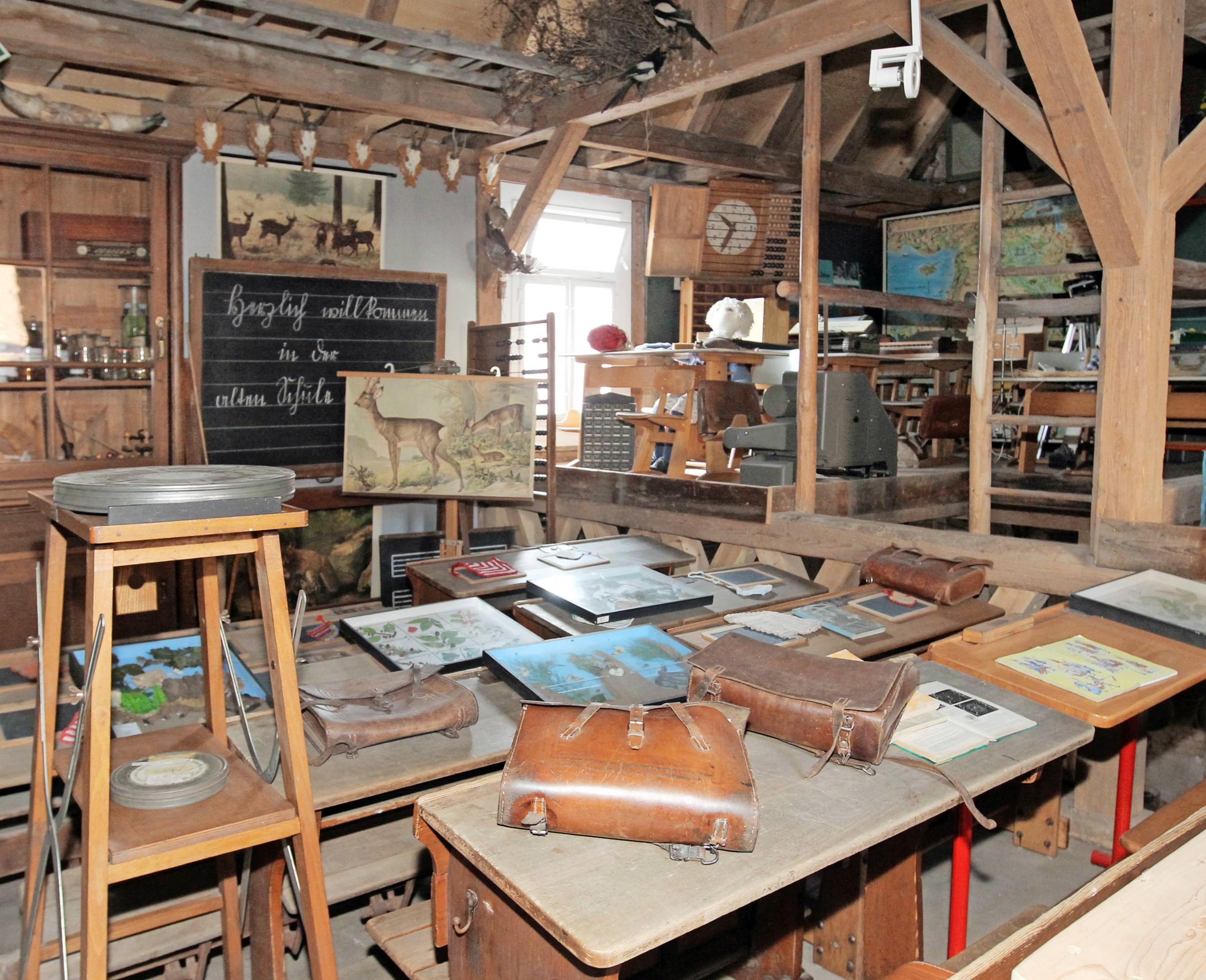 So war es damals: Im Schul- und Spielzeugmuseum Obersulm-Weiler lässt sich die Dorfschule vor 100 Jahren live erleben. Foto: Archiv/Veigel