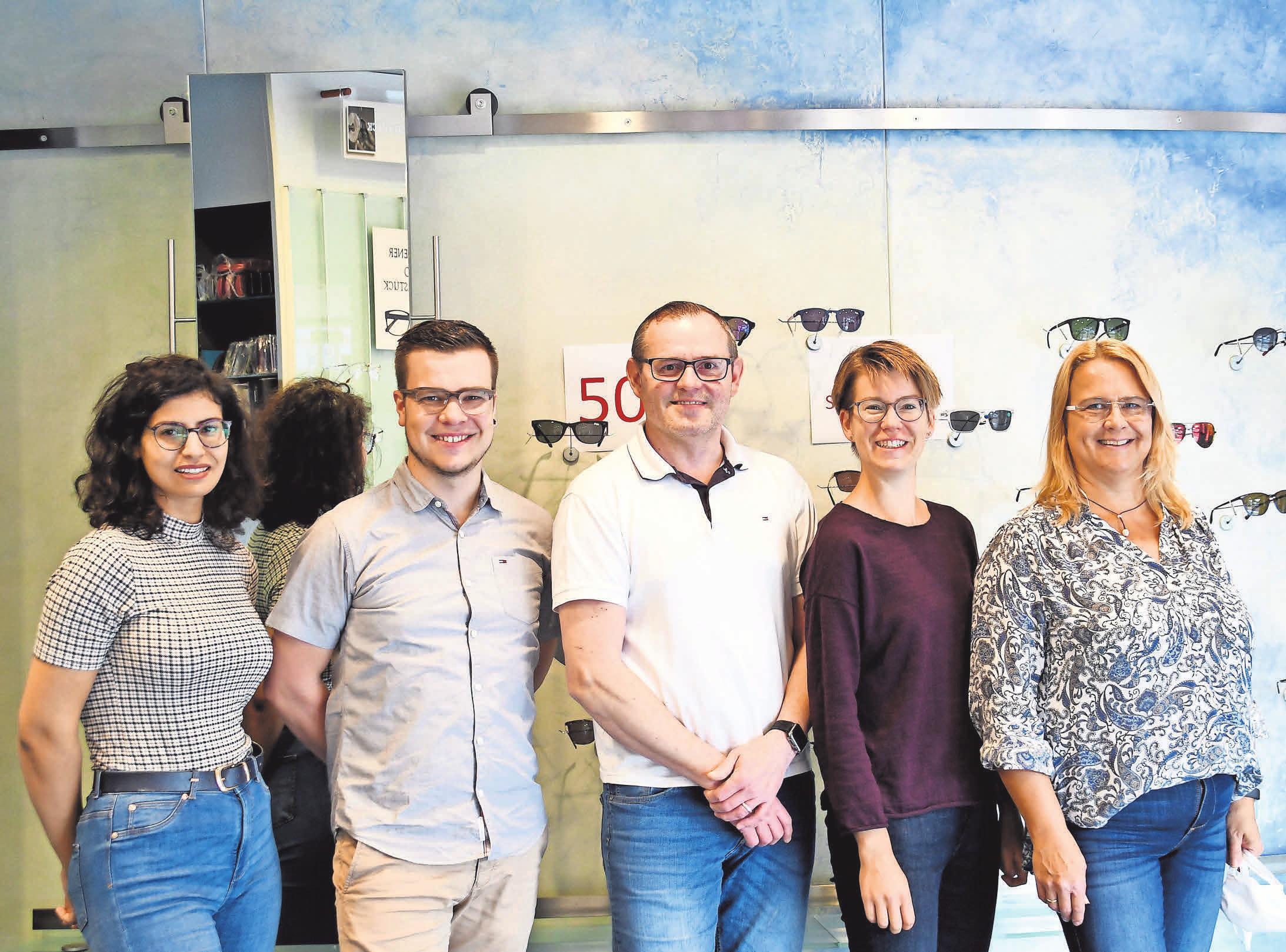 Gehen gern auf die individuellen Bedürfnisse der Kunden ein: Sara Mahmoun (von links), Philipp Ries, Uwe Konnerth, Sandra Riemann und Claudia Bühler von Damboldt Optik.