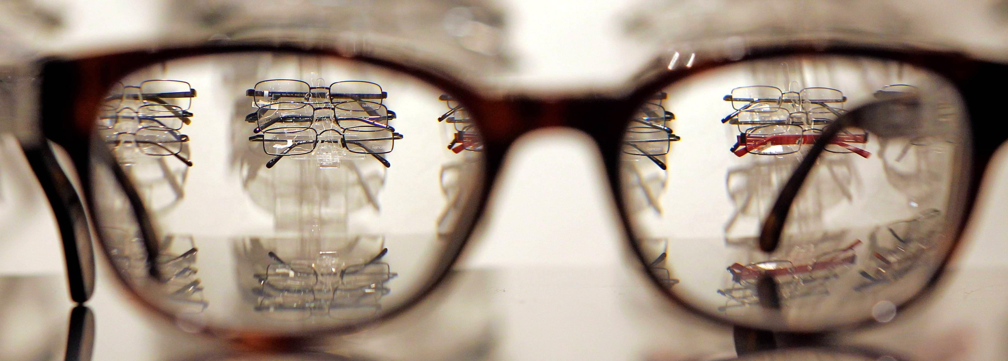 Optiker sorgen auch in Zeiten von Corona dafür, dass ihre Kunden den Durchblick bewahren – sei es, dass Reparaturen an der Brille fällig sind oder Nachschub an Kontaktlinsen benötigt wird. Foto: dpa