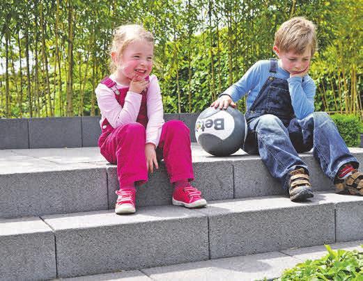 Große und kleine Outdoorfans können die neue Gartensaison kaum erwarten. Foto:djd/betonstein.org