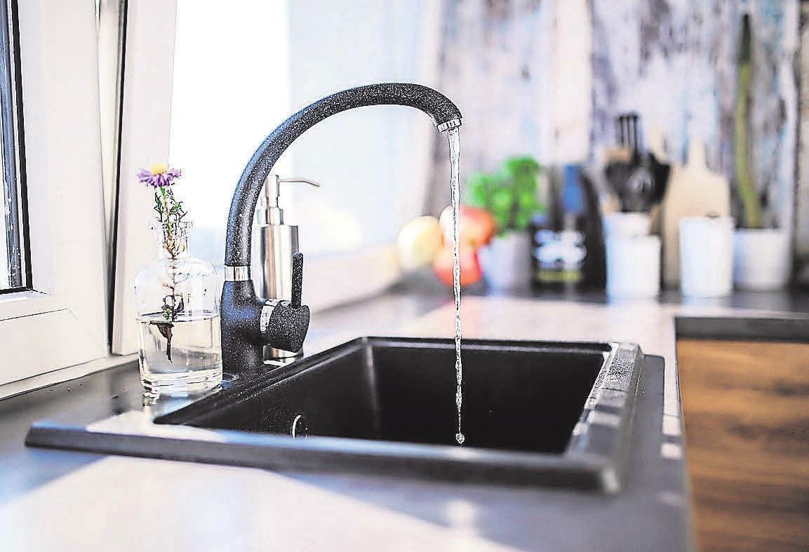 Schwarze Küchen sehen modern und elegant aus.