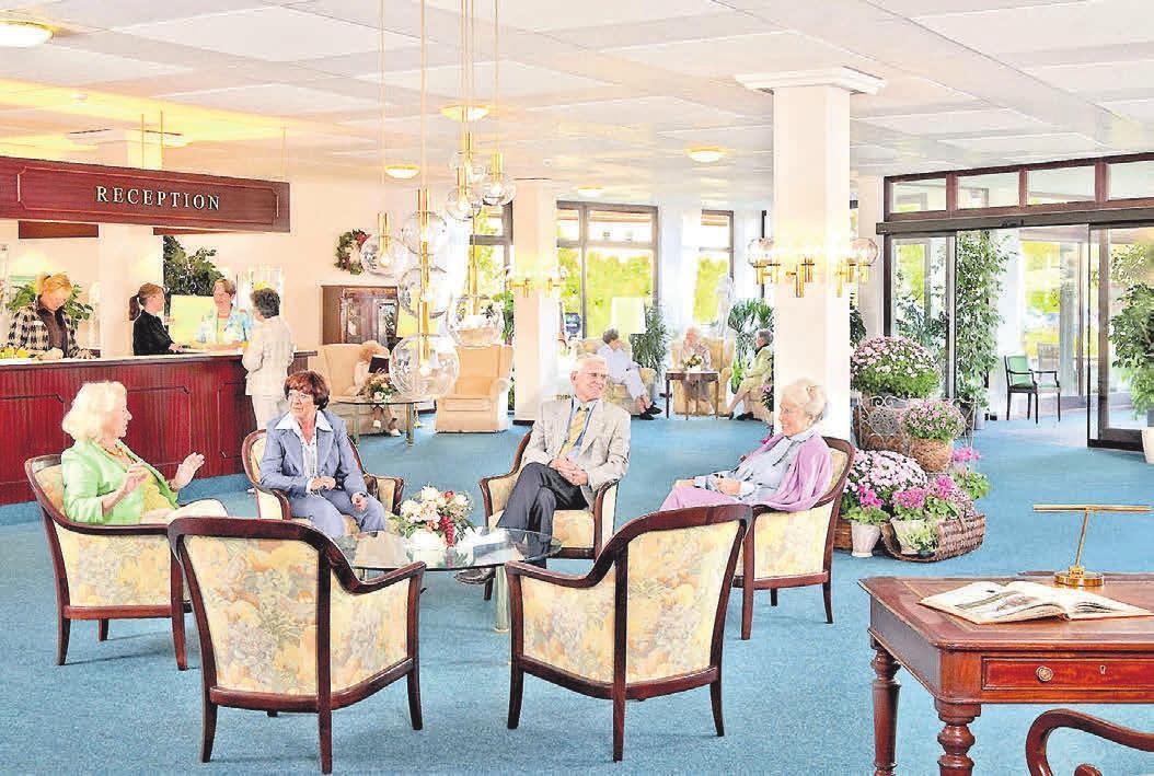 Alles unter einem Dach: Seniorenresidenzen ermöglichen ein Wohnen der kurzen Wege mit Restaurant, Schwimmbad, Freizeitmöglichkeiten und auch einer medizinischen Betreuung direkt im Haus.