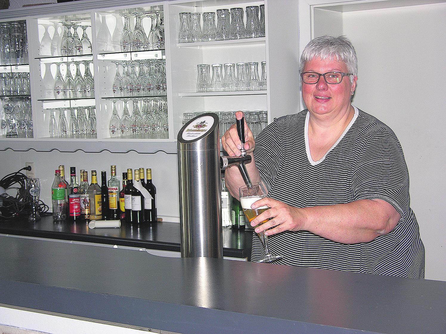 Sabine Cording wartet mit gutbürgerlichen Speisen für den kleinen Hunger und den großen Appetit auf. Zudem steht die Köchin und Inhaberin oft auch persönlich am Zapfhahn.