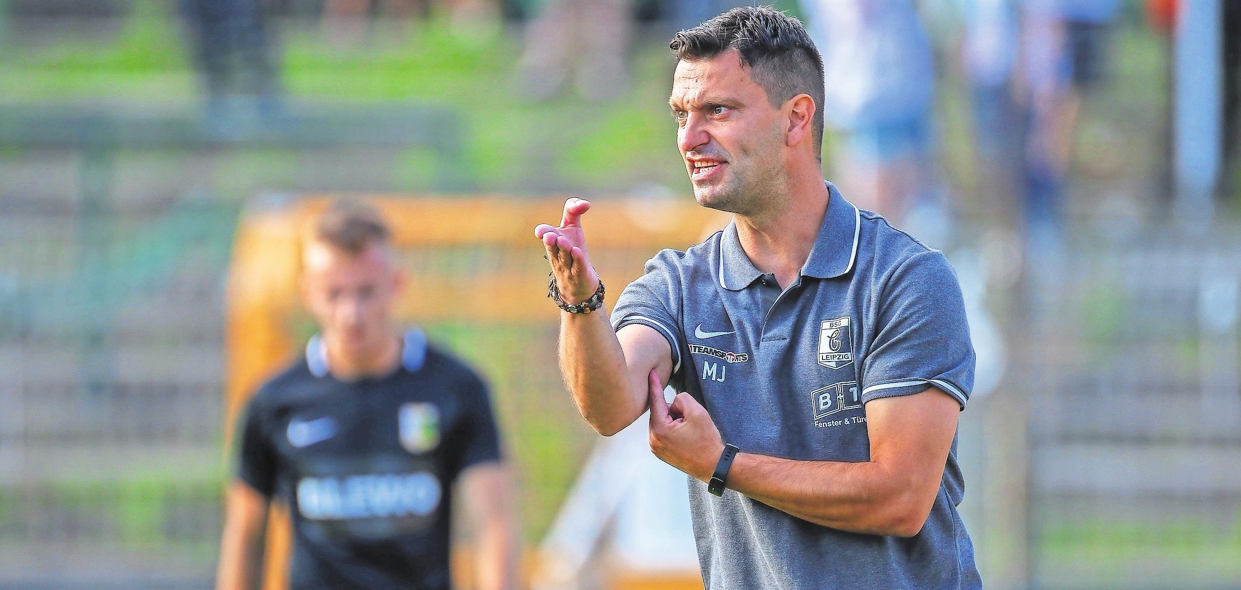 Engagiert an der Seitenlinie: Miroslav Jagatic, Coach der BSG Chemie.
