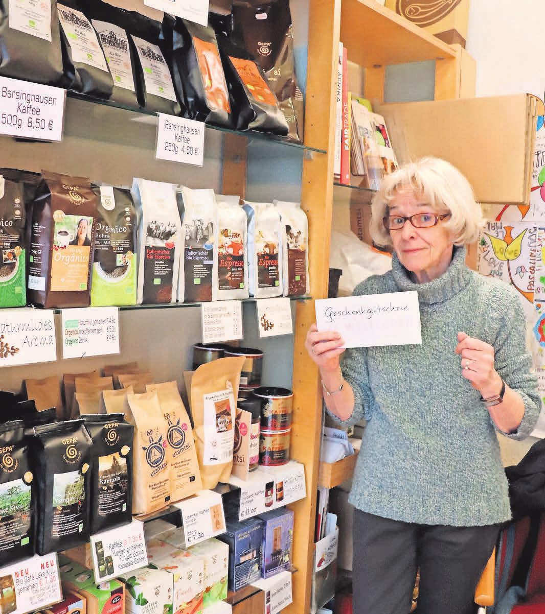 Eine gute Idee: Silke Bremer empfiehlt einen Geschenkgutschein vom<br>Weltladen....