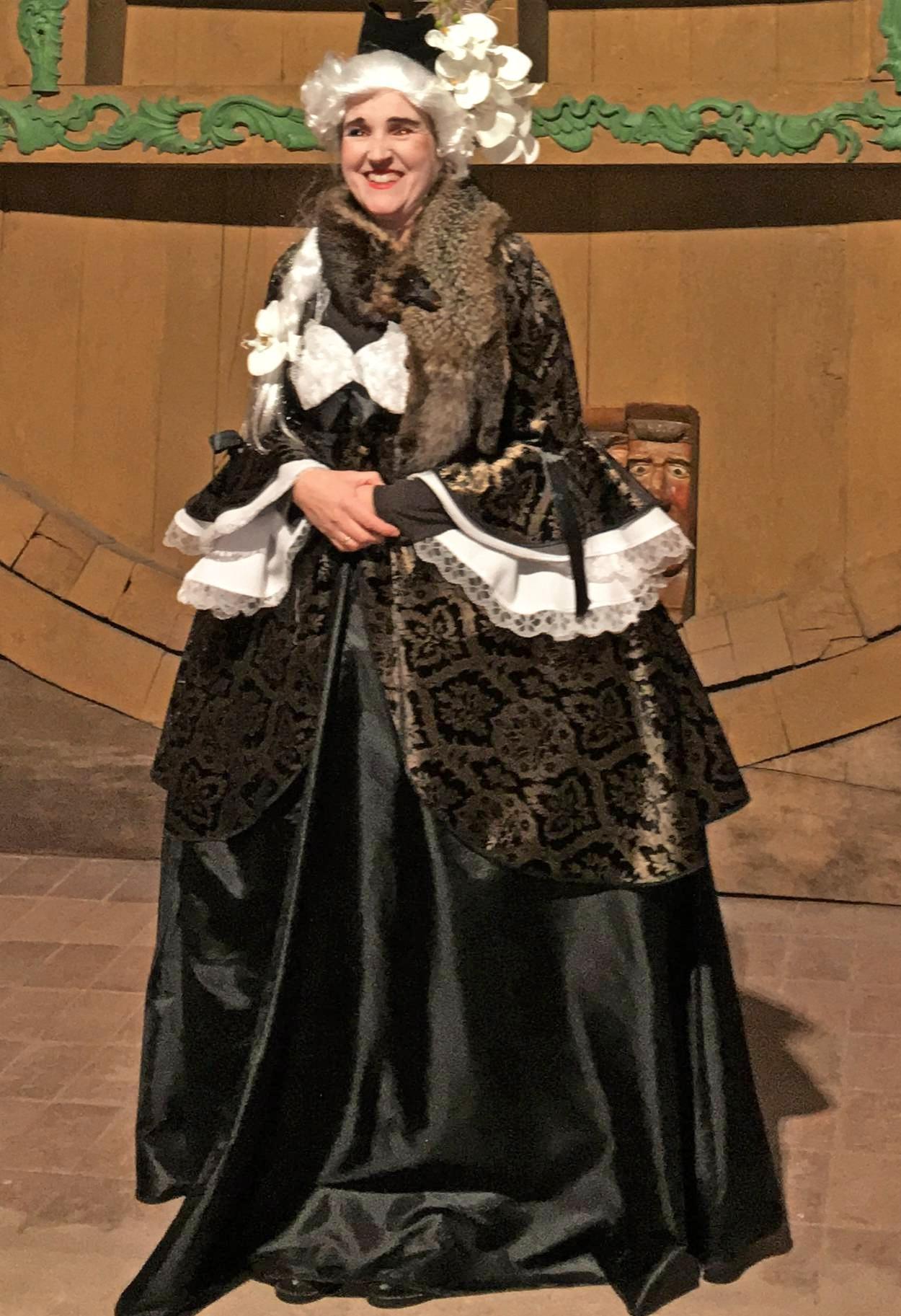 Ein paarmal pro Jahr schlüpft sie in die Rolle und Robe der Fürstin. Fotos: Juergen Koch/privat