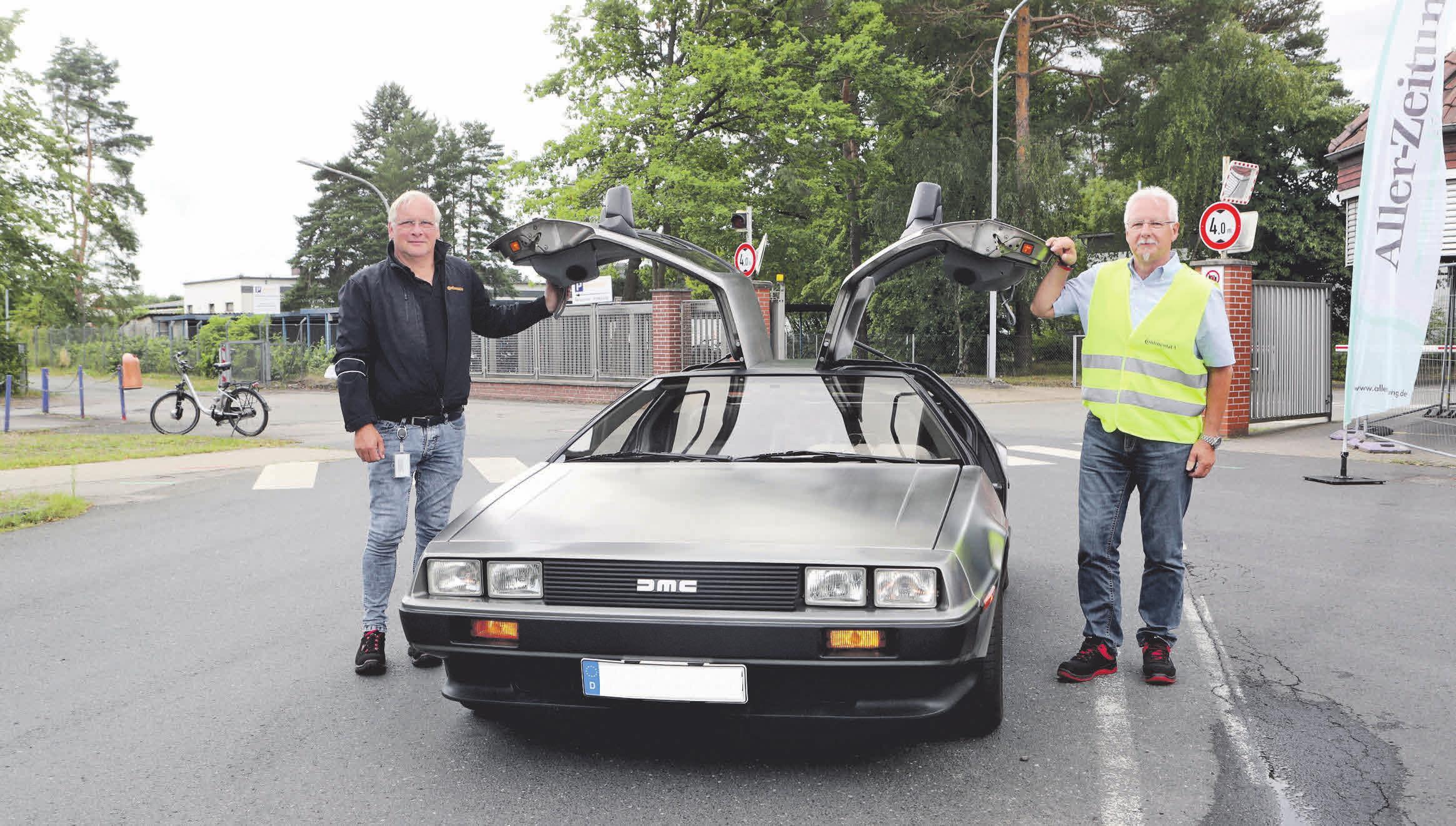 Auch Frank Jordan (links) und Friederich Kahle von Continental Teves freuen sich auf das nächste Autokino-Erlebnis in Gifhorn. Foto: Archiv