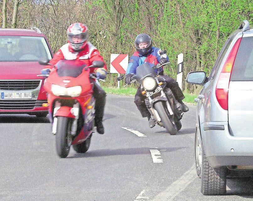 Gewagte Manöver vermeiden: Als Motorradfahrer hat man wegen des geringen Schutzes immer die schlechteren Karten.   Foto: Allianz