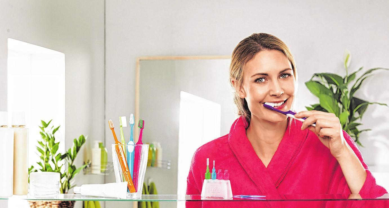 Eine Zahnbürste reinigt lediglich 60 Prozent der Zahnoberflächen – vielen Deutschen ist dies nicht bekannt Foto: djd/www.tepe.com
