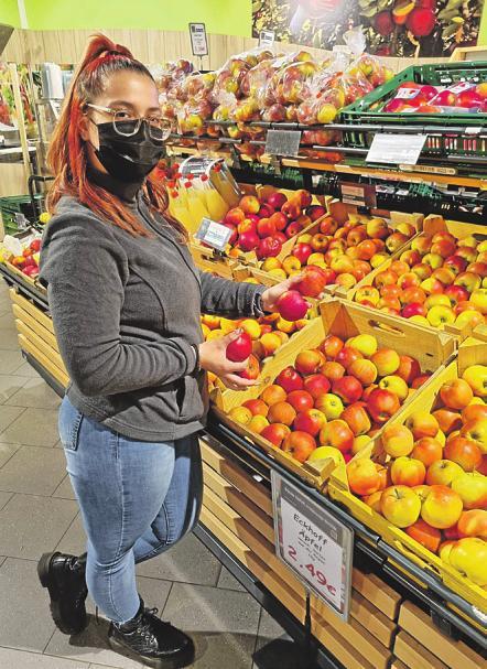 Theonia Kostoudi macht eine kaufmännische Ausbildung bei Edeka Appel