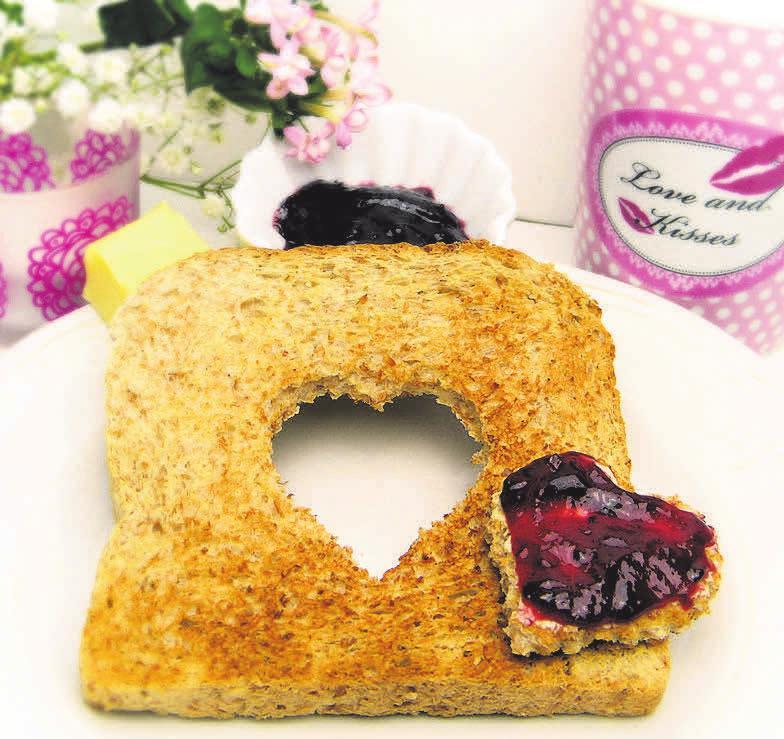 Zum Valentinstag kann man wunderbar ein romantisches Frühstück vorbereiten.