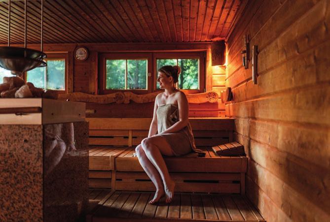 Wellness in der Saunalandschaft im Waldhotel Tannenhäuschen. Foto: Malte Schmitz