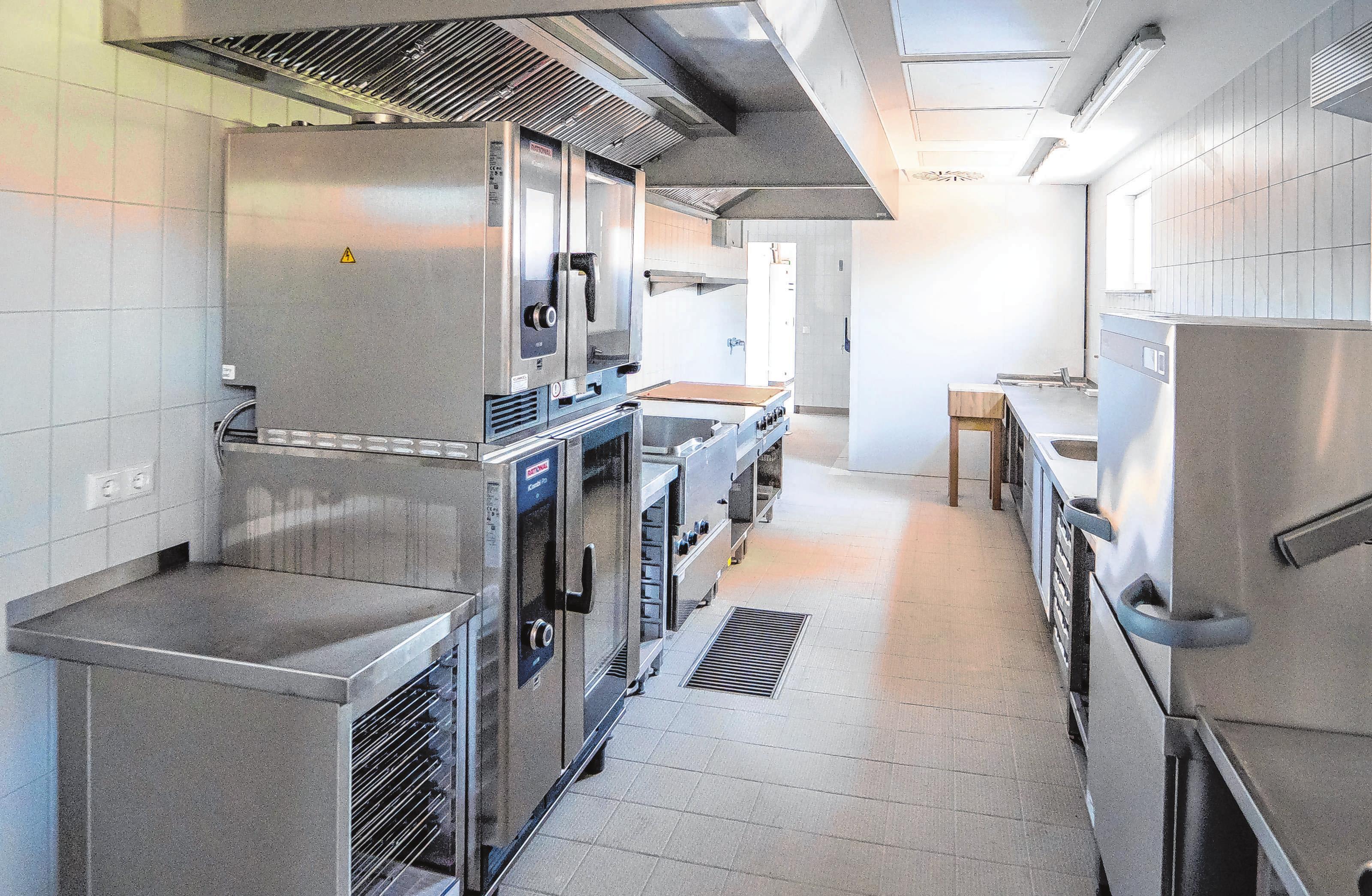 Modern auch hinter den Kulissen: Ist der Betrieb erst eröffnet, bleibt der Blick in die Küche verwehrt. Hier haben die Mitarbeiter nun auch deutlich bessere Arbeitsbedingungen.
