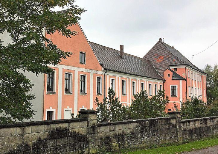 Das Wasserschloss in Sinning  aus dem 17. Jahrhundert ist heute Privatbesitz.