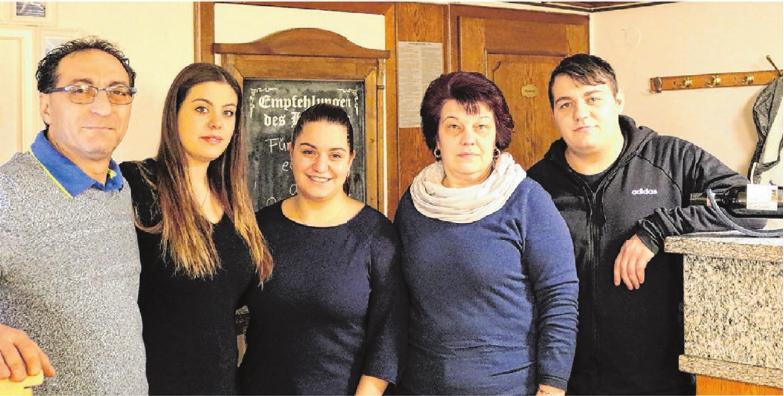 Hier packen alle mit an: Alessandro, Filomena, Alessandra, Maria Antonietta und Fernando Marra (von links). Foto: Eileen Scheiner