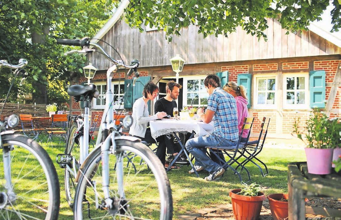 Zu Gast im Bauernhofcafé In`t Hürhus bei Emsbüren. Fotos: Emsland Tourismus GmbH