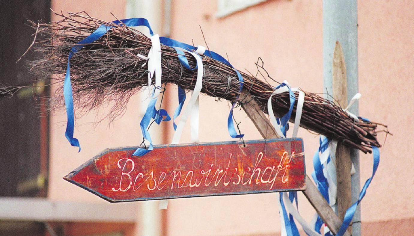 Lust auf einen Besuch? Dann einfach dem dekorierten Besen folgen. Foto: Archiv
