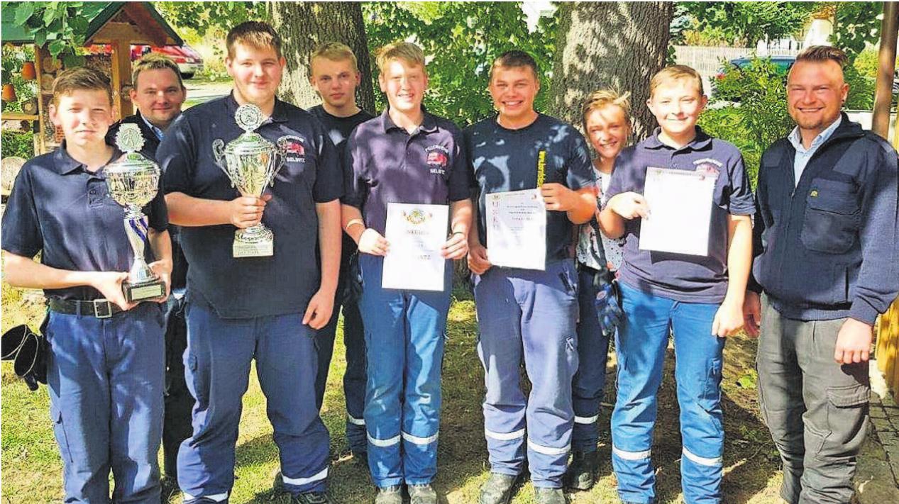 Große Freude bei den jungen Selbitzer Floriansjüngern über das erfolgreiche Abschneiden bei den Leistungsprüfungen. Fotos: Feuerwehr Selbitz