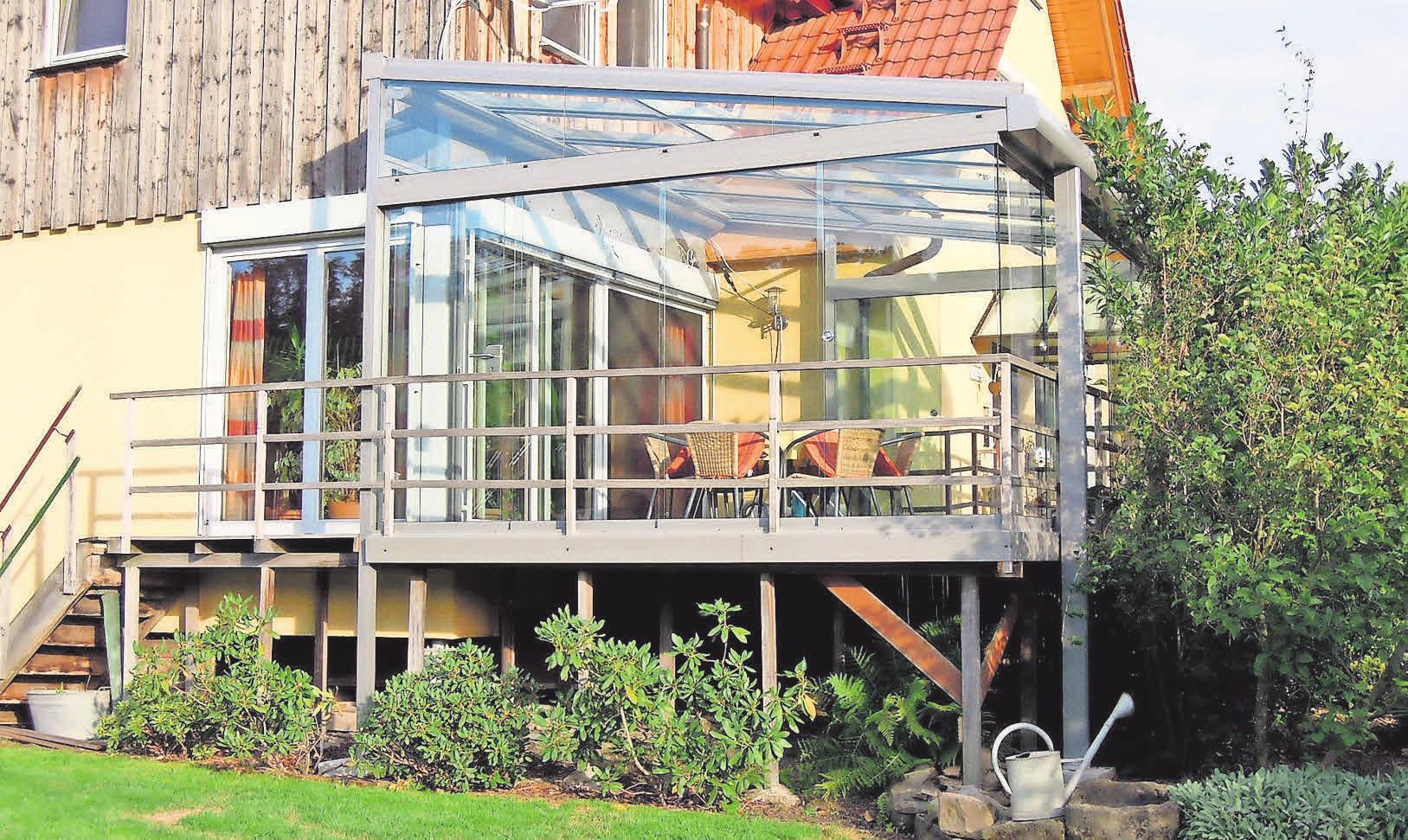 Ein Sommerdach bietet unbegrenzte Gestaltungsmöglichkeiten und einen wettergeschützten Platz im Freien.