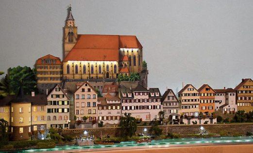 Die inszenierte Neckarfront des Kunsthandwerkers Peter Bentjen.