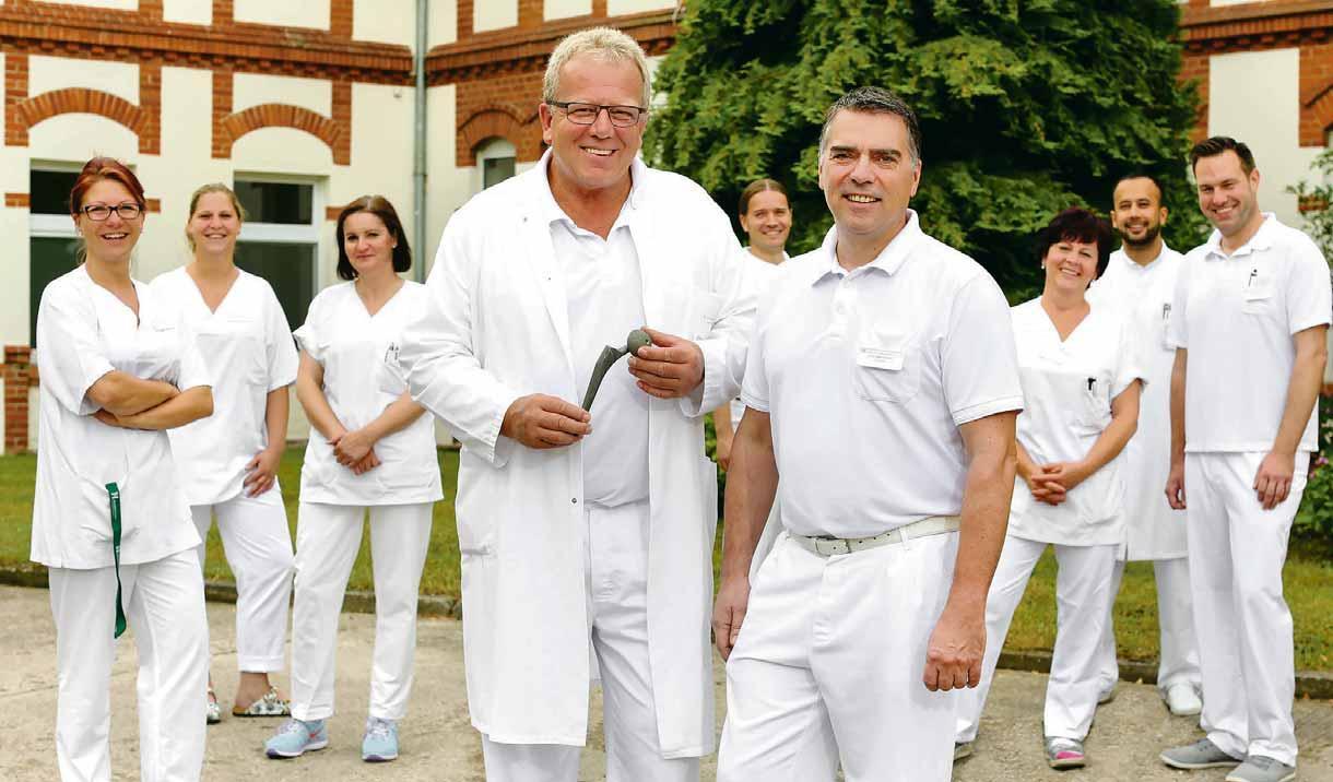Chefarzt und Orthopädie Dr. med. Jörg Woltersdorf und das Vogelsänger Team