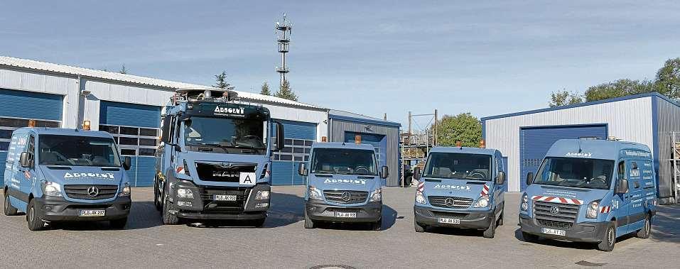 Die markanten Fahrzeuge von ABSOLUT Kanalreinigung + Containerdienst. FOTO: HFR