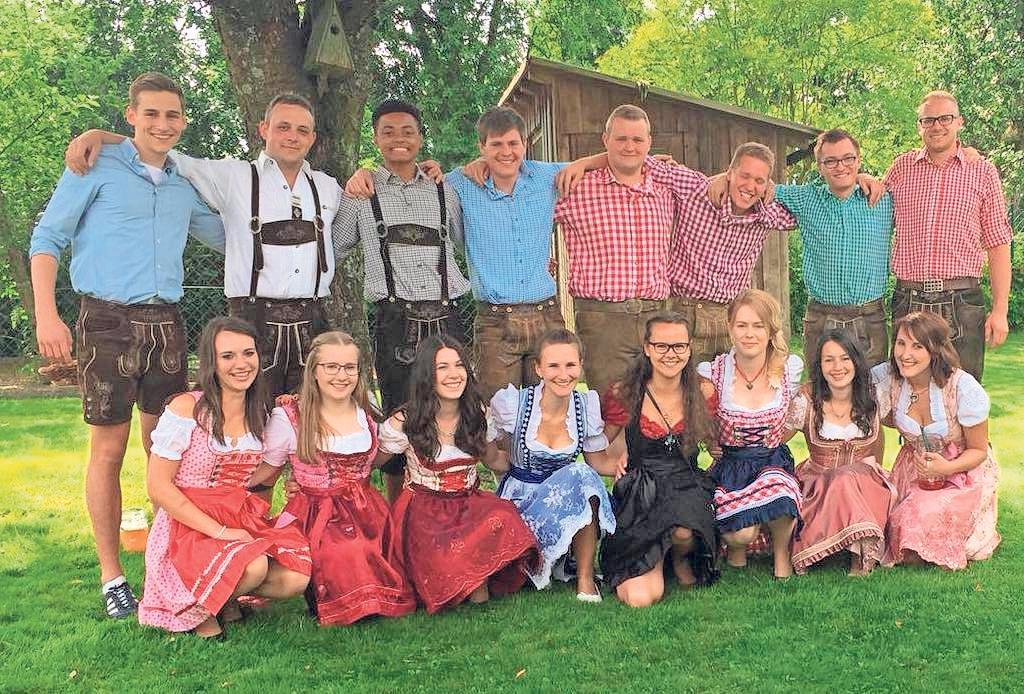 Die Dorfjugend hält in Kirchenbirkig fränkische Kirchweihbräuche hoch und lädt ab heute zur Zeltkerwa ein. Foto: red