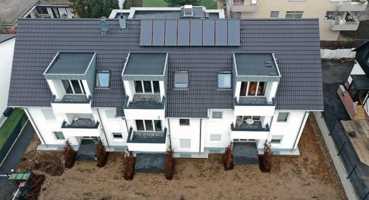 Dachdeckerbetriebe sind die richtigen Ansprechpartner für die Solaranlage aufdem Dach. Bild: ZVDH/akz-o