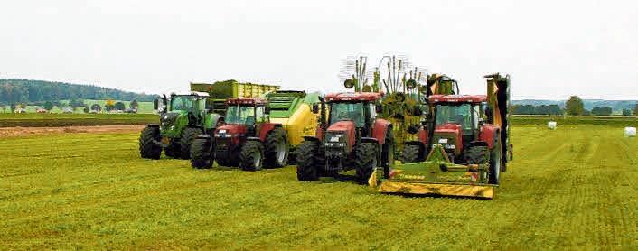 Verschiedene Hersteller präsentieren beim großen Feldtag mit Leistungsschau ihre Fahrzeuge. FOTO: PRIVAT