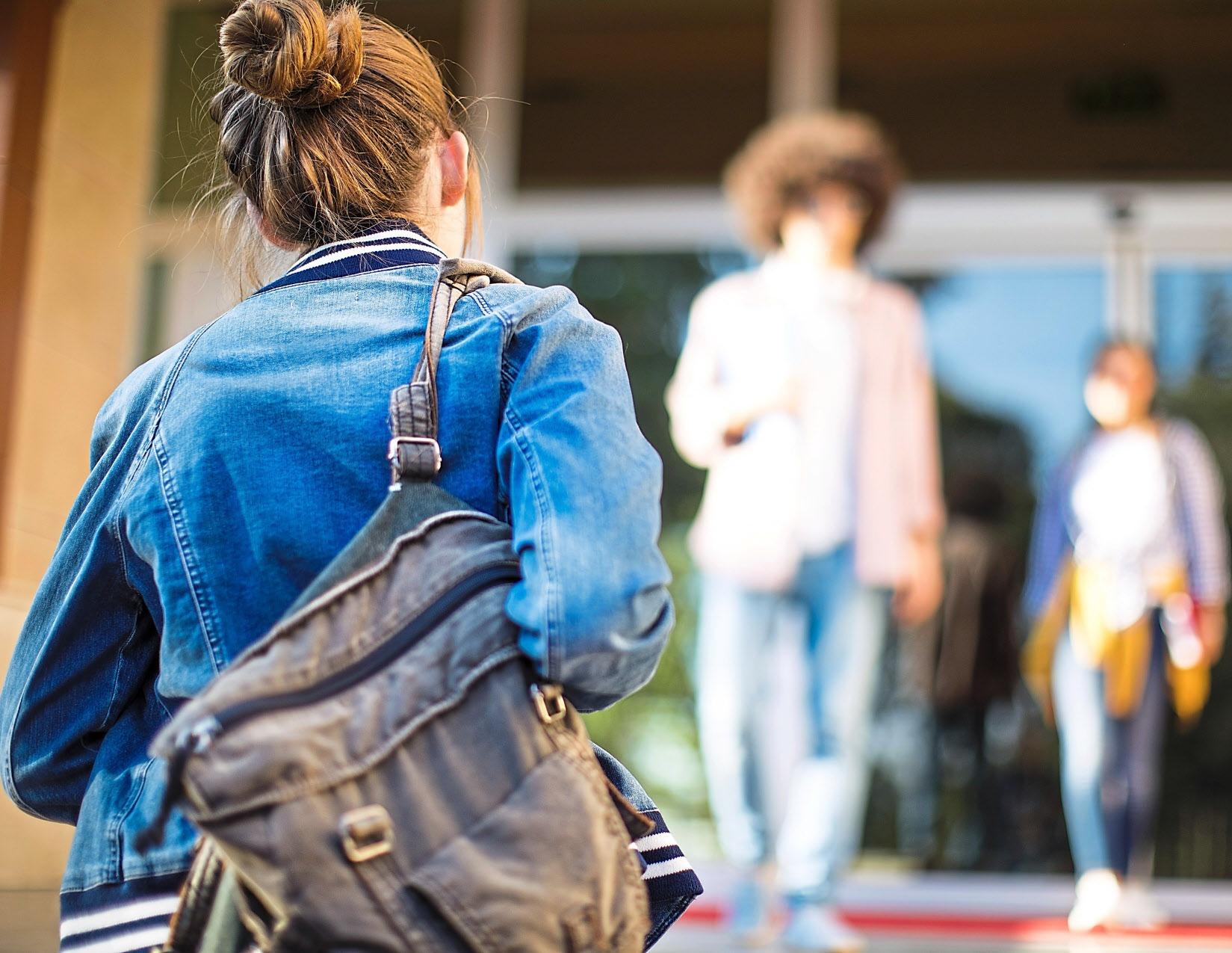 Der Start in den neuen Lebensabschnitt Ausbildung sollte gut vorbereitet sein. Werden die Azubis schon am ersten Tag sich selbst überlassen, verlieren sie die Motivation. Deshalb ist es wichtig, sich für sie Zeit und sie herzlich in Empfang zu nehmen. Foto: Getty Images