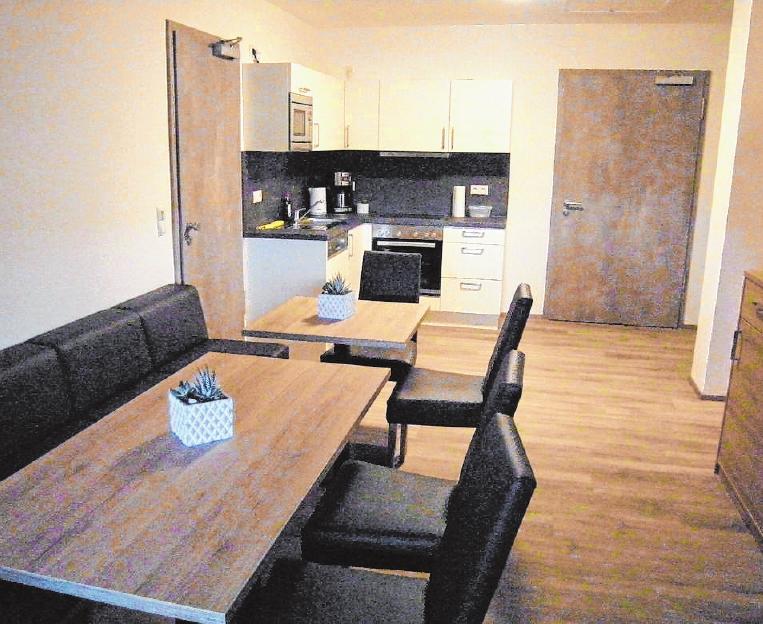 Für die Gästezimmer steht ein gemeinsamer Aufenthaltsraum mit Küchenzeile zur Verfügung. FOTO: BENNI JENSEN