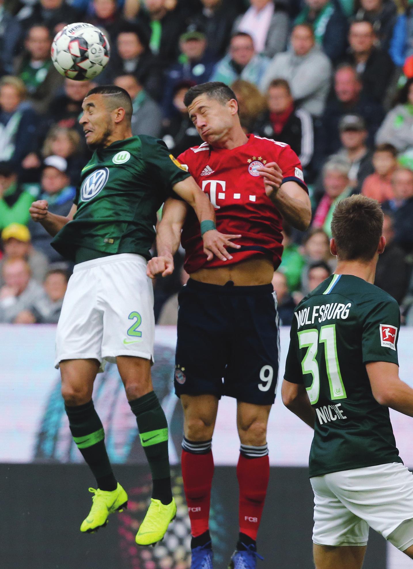 Die Bayern zum Schluss: Der VfL Wolfsburg (l. William) tritt am 17. Spieltag bei den Münchnern (M. Robert Lewandowski) an.