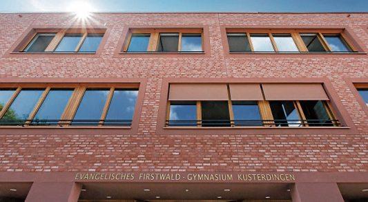 ... sowie das 2015 eingweihte Firstwald-Gymnasium in Kusterdingen. Bilder:Gemeinde Kusterdingen (2) / UliMetz (1)