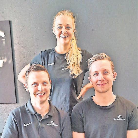 Lars Papenberg (rechts) leitet die Praxis an der Sophienstraße. Ihm zur Seite stehen die Physiotherapeuten Anna Lisa Meyer und Julian von Ploetz.