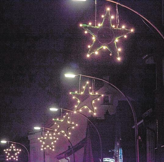 Marktplatz erstrahlt im Lichterglanz Image 1