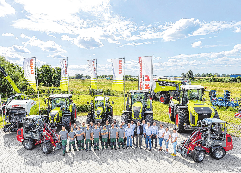 Das Team der k & h Landmaschinenhandel GmbH auf dem Firmengelände im Jacobsdorfer Expo-Park. Fotos: k&h