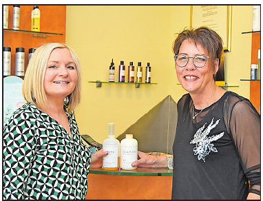 Friseurinnen aus Leidenschaft Anette Keßler (links) und Iris Nutz. FOTO: CLEMENS