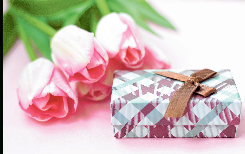 Dank der Lieferdienste der Händler vor Ort müssen wir zu Ostern weder auf Geschenke noch auf frische Blumen verzichten