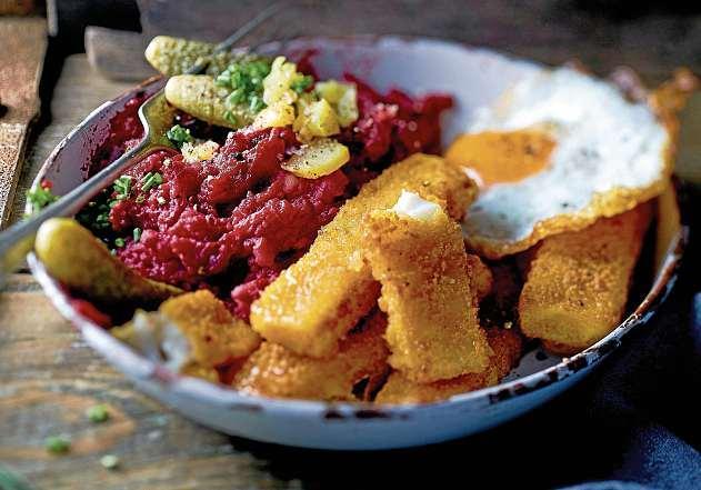 Ein norddeutscher Küchenklassiker mal auf andere Art: Hamburger Labskaus lässt sich auch mit Fischstäbchen zubereiten. FOTO: DJD/IGLO