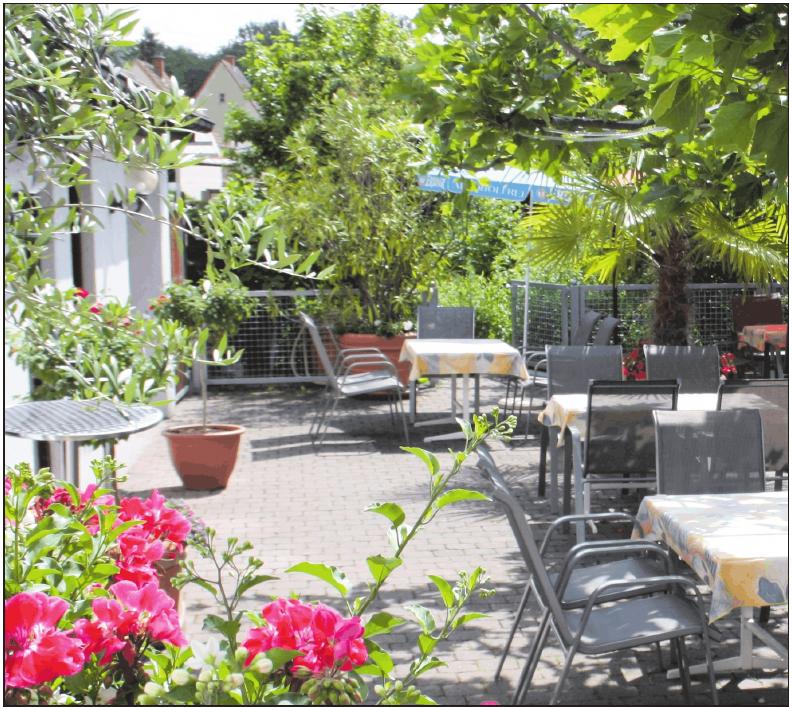 Im Grünen genießen: Im Biergarten in Weber's Restaurant lässt es sich gemütlich zurücklehnen. FOTO:WEBER'S RESTAURANT/FREI