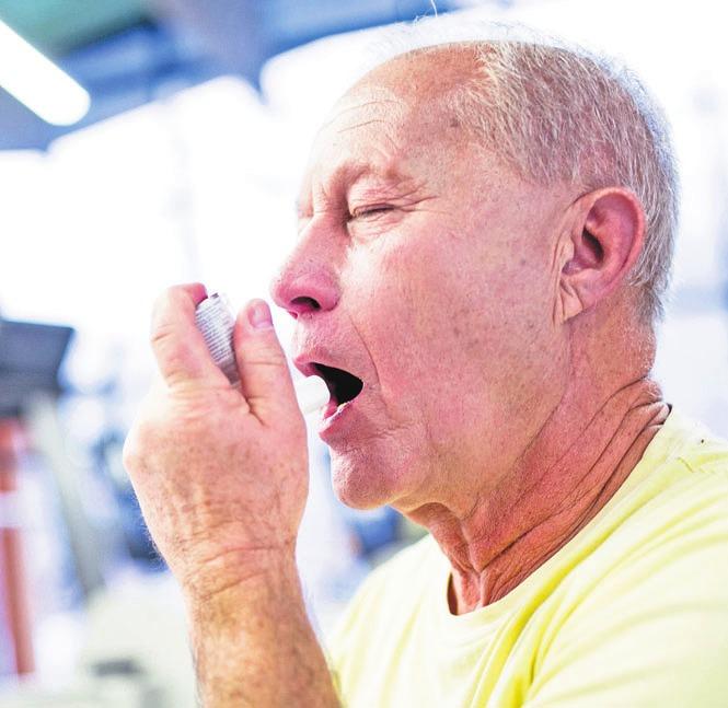 Gerade bei Grunderkrankungen wie chronischen Atemwegsproblemen ist eine Grippeimpfung für Senioren wichtig.