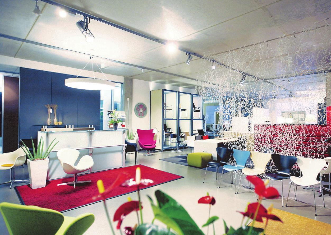Alles fürs moderne Büro findet sich in der riesigen Ausstellung in der Droysenstraße.