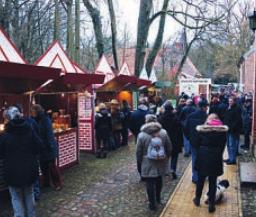 Adventsmarkt auf der Schlossinsel Foto: Holz