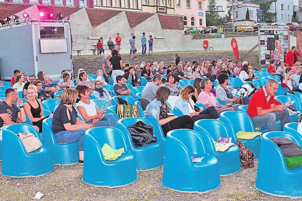 Der Kinosommer in Helmbrechts erwies sich im Jahr 2018 als Besuchermagnet. Schon lange vor Beginn der gezeigten Filme saß das Publikum auf den Kinosesseln oder hatte sich Sitze reserviert. Foto: wb