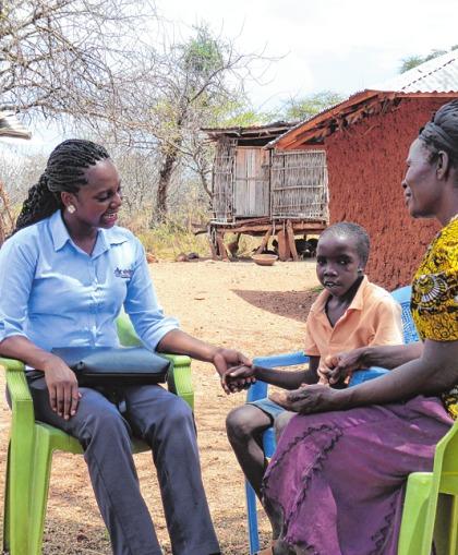Eine Dream-Mitarbeiterin auf Hausbesuch bei einen HIV-positiven Jungen und seiner Großmutter. SANT'EGIDIO