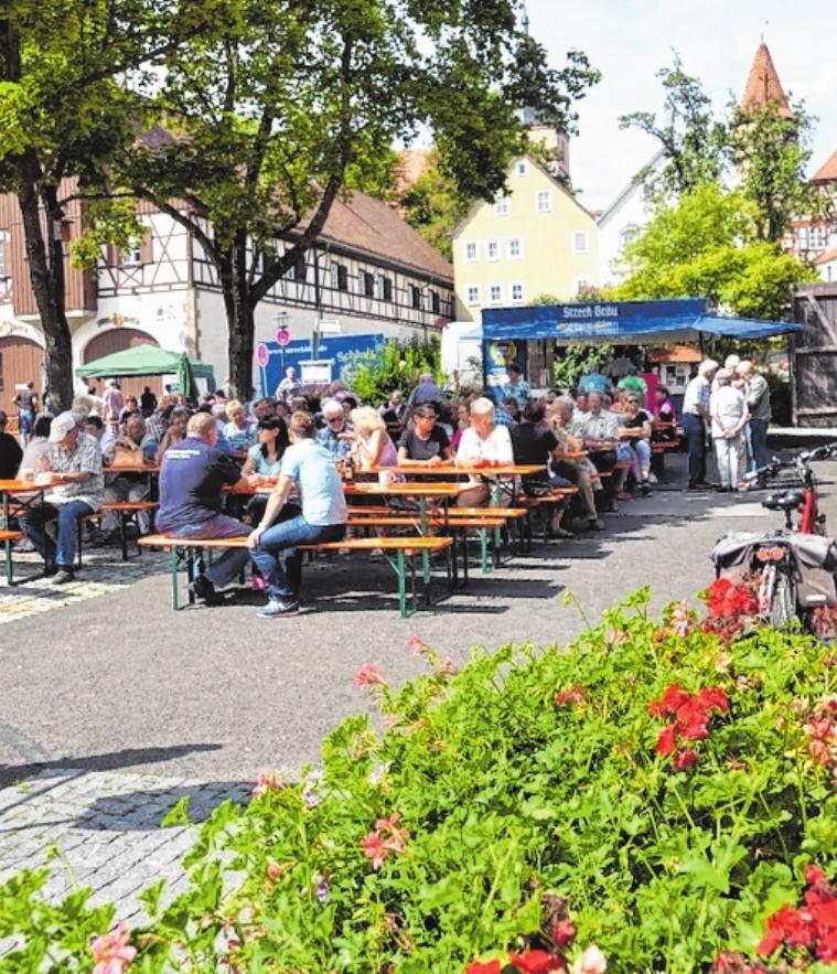 """Am ersten Samstag im August findet in Ostheim der Schnaidmart statt. Auf dem Programm stehen Musik, Unterhaltung und """"Uhestemer"""" Spezialitäten."""