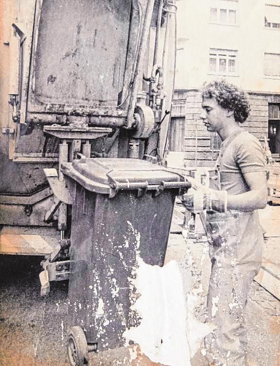 Unbekannte Seiten: Auch bei der Müllabfuhr verdiente der junge Nico Hofmann sich Geld dazu. BILD: PRIVATARCHIV HOFMANN